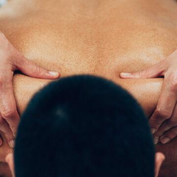 Massaggio sportivo2 photo sports massage therapist working with shoulders 777884713